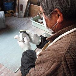山下さんの磨き作業